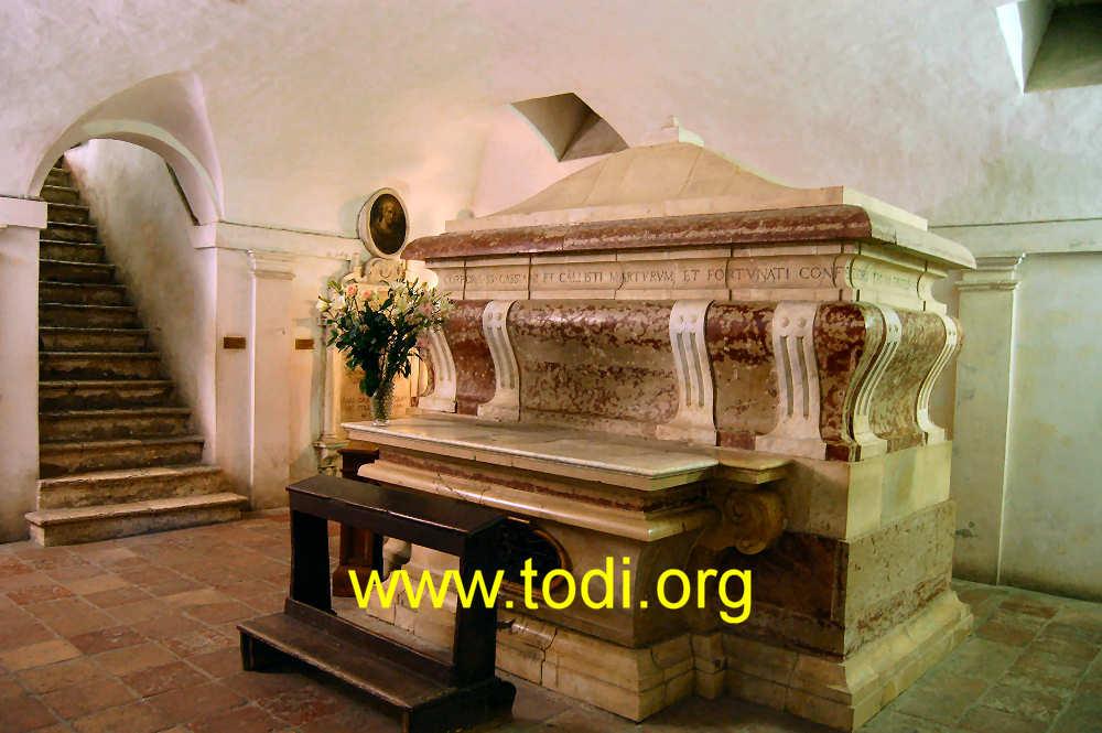 Sarkofagen i San Fortunato i Todi